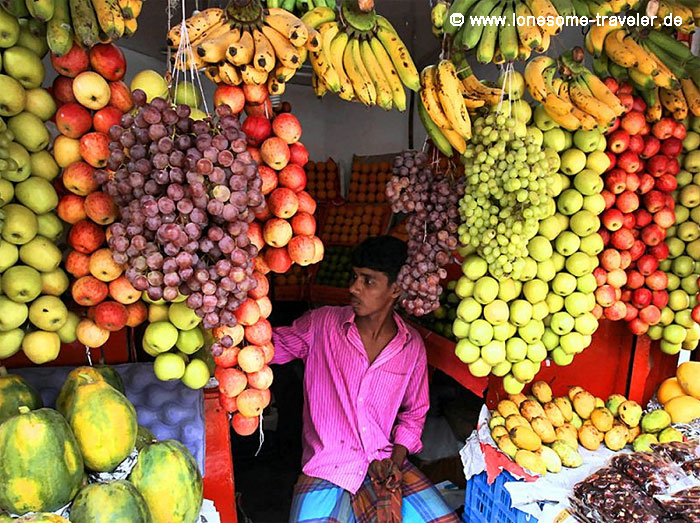 fruit vendor in Dhaka