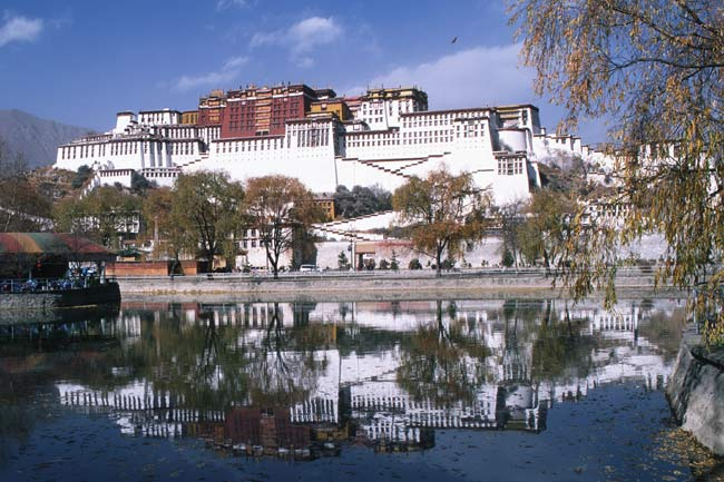 Potala palace, Lhasa; photo: Bernd Seiler November 2000