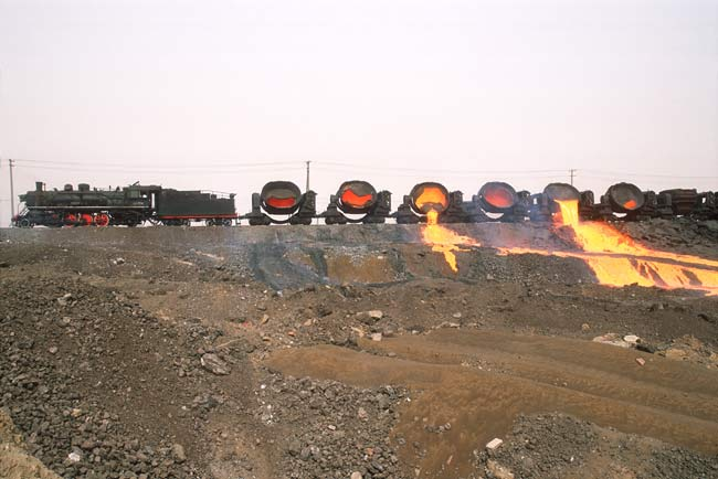 Baotou slag tip; photo: Bernd Seiler, April 2006